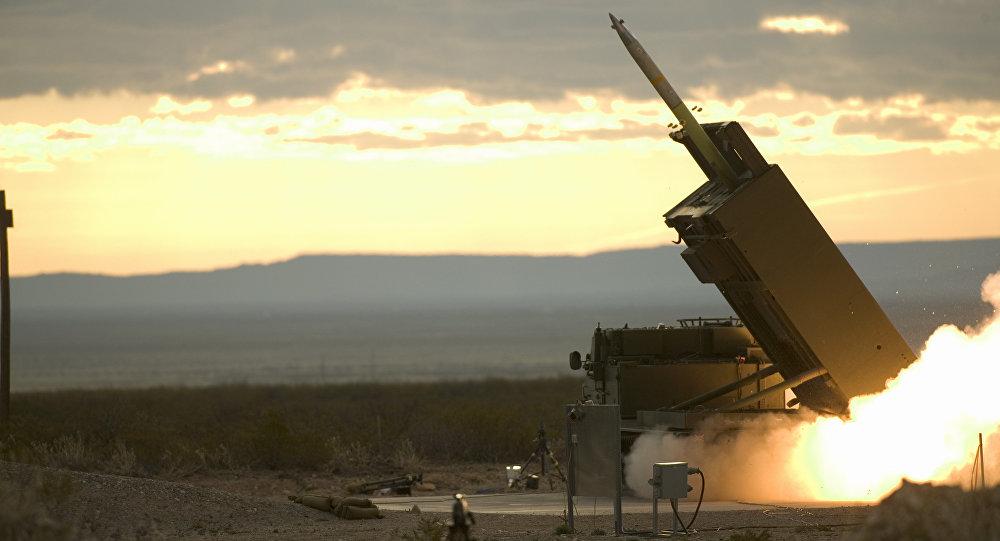 O teste final do Sistema de Lançamento Múltiplo de Mísseis Guiados, Novo México, EUA.