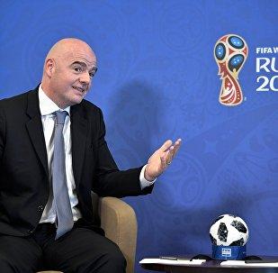 Presidente da FIFA, Gianni Infantino, durante conversa com líder russo, Vladimir Putin, em Sochi, 3 de maio de 2018
