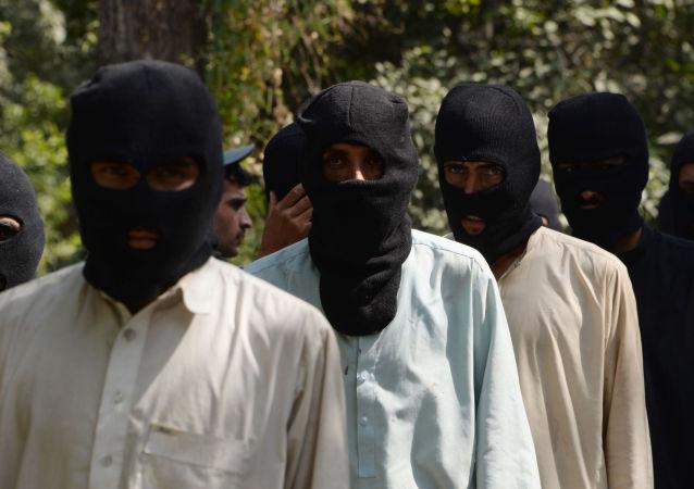 Supostos militantes dos grupos terroristas Daesh e Talibã em uma delegacia no Afeganistão, em 3 de outubro de 2017