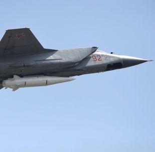 O Kinzhal pode iludir todos os sistemas de defesa antimísseis existentes e em desenvolvimento, carregar ogivas nucleares ou convencionais e tem um alcance de até 2.000 quilômetros