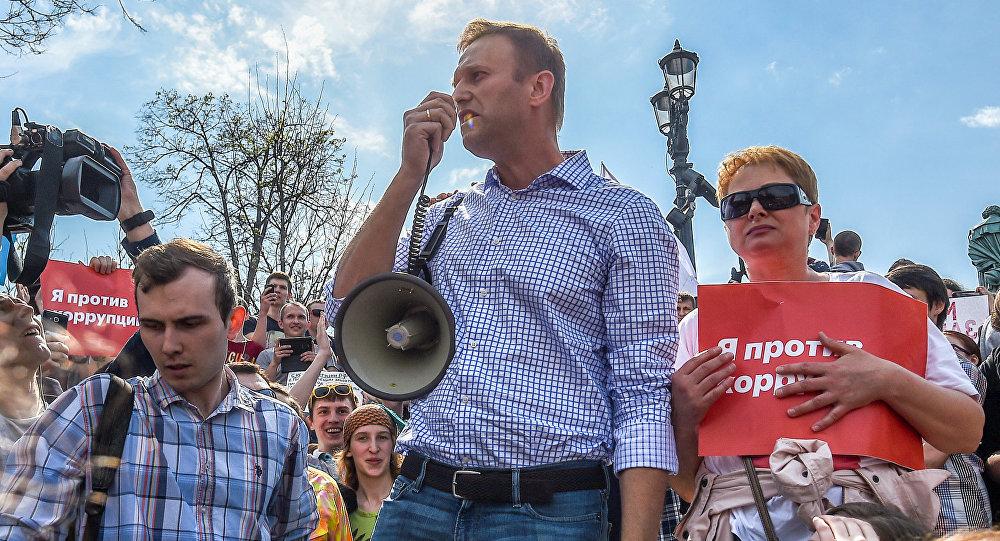 Líder oposicionista Aleksei Navalny, na Praça Pushkinskaya, durante um protesto não sancionado no centro da capital russa, em 5 de maio de 2018