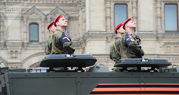 Agentes da Polícia Militar da Rússia em veículos blindados Taifun-K participam do ensaio geral da 73ª Parada da Vitória, em 6 de maio de 2018, na Praça Vermelha