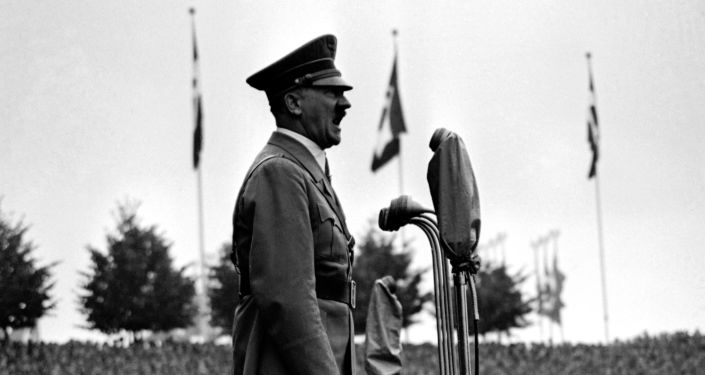 Adolf Hitler, líder da Alemanha nazista, se endereçando a grupos de jovens fascistas em Nuremberg, 11 de setembro de 1937