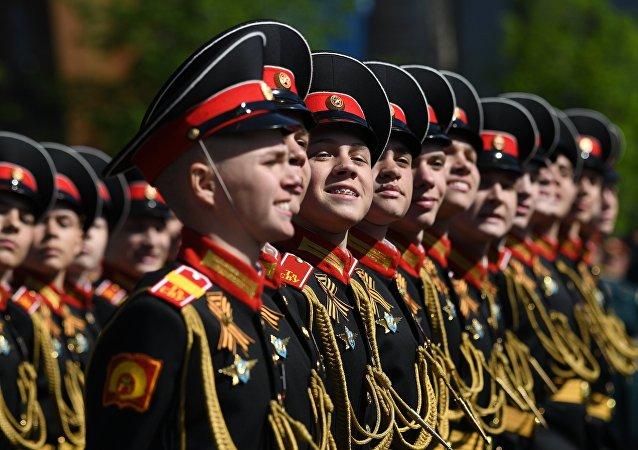 Companhia da Escola Militar Suvorov durante a Parada Militar