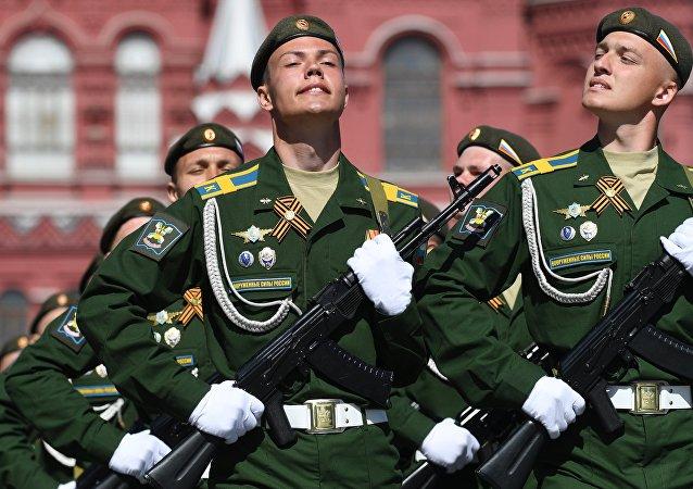 Formatura da Academia Aeroespacial Mozhaysky na Parada da Vitória em Moscou