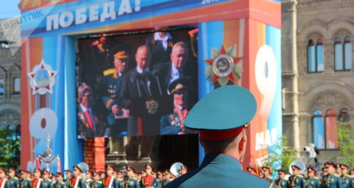 Agente do Serviço Federal de Guarda durante o discurso do presidente russo, Vladimir Putin, na 73ª Parada da Vitória, na Praça Vermelha, em 9 de maio de 2018