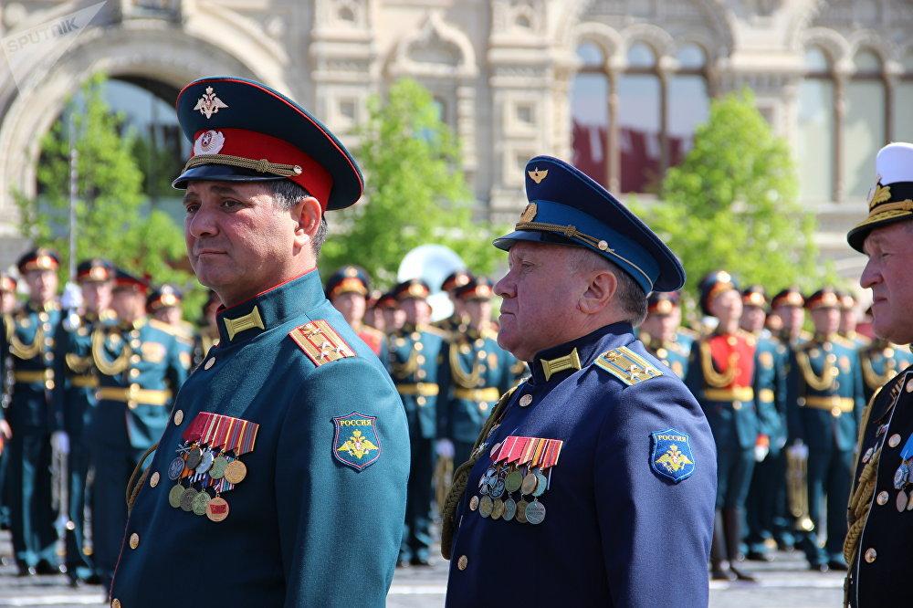 Comandantes dos destacamentos que participaram da 73ª Parada da Vitória, na Praça Vermelha, em 9 de maio de 2018