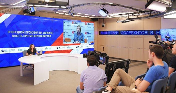 Esposa de Kirill Vyshinsky, Irina Vyshinskaya, durante entrevista com a Sputnik por satélite