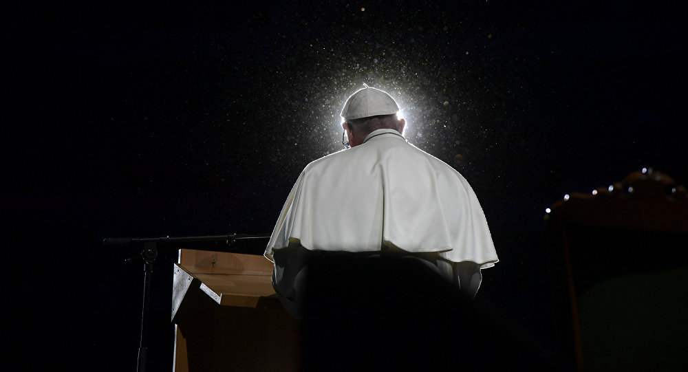 Papa Francisco fala durante uma reunião na Malmo Arena, em Malmo, na Suécia.