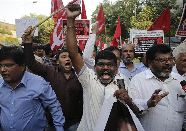 Organização Dalit ao lado de grupos de esquerda faz protestos em Mumbai, foto de 2 de Abril de 2018.