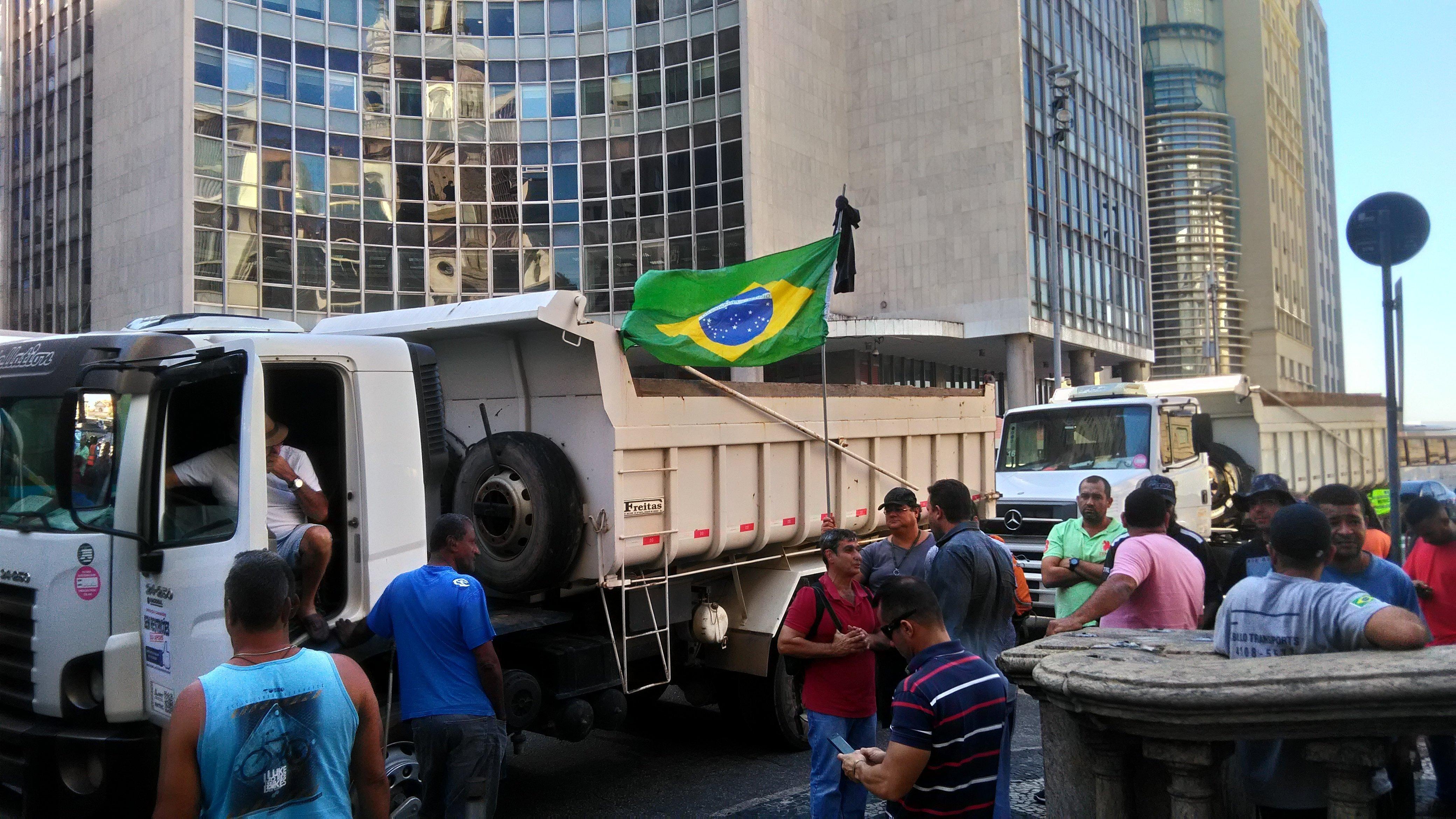 Manifestação de caminhoneiros no Rio de Janeiro como parte de mobilização nacional da categoria contra os preços altos dos combustíveis no Brasil.