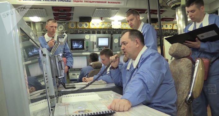 Tripulação do submarino estratégico Yuri Dolgoruky durante o lançamento de mísseis Bulava