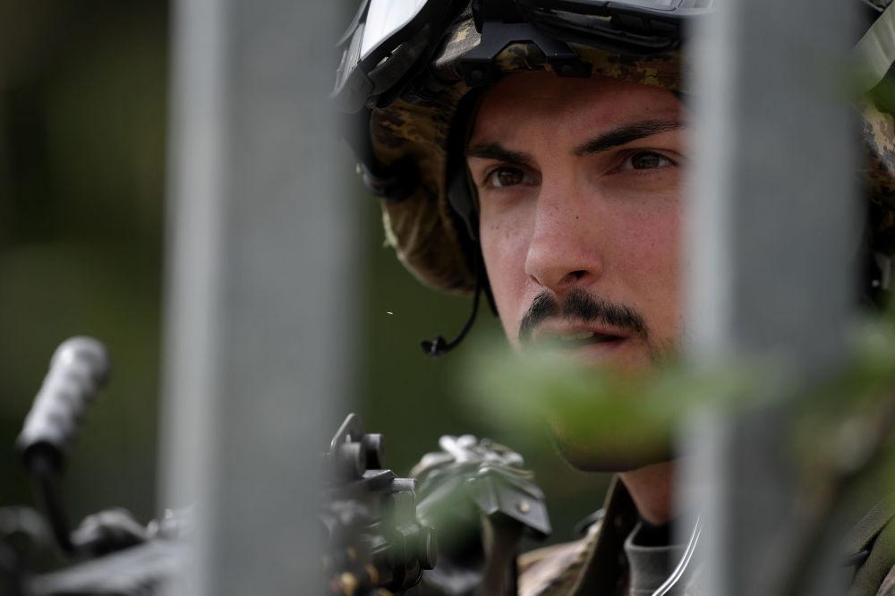 Soldado do exército italiano participa de treinamento no município de Cesano, perto de Roma, em 21 de maio de 2018