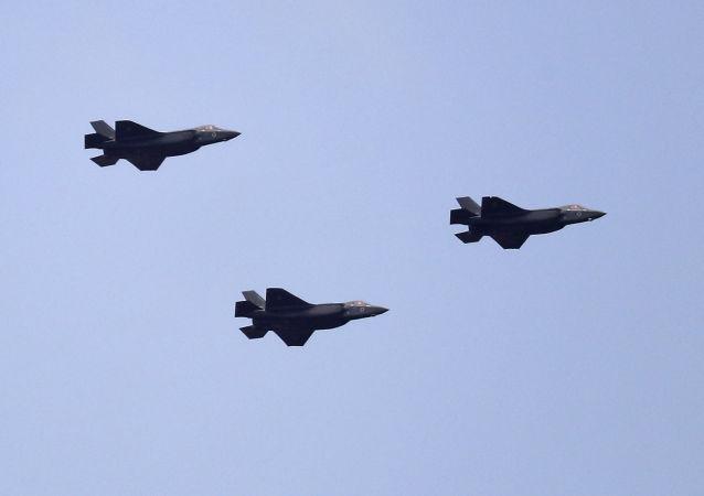 Caças israelenses F-35 realizam voo em Jerusalém durante comemorações do 69º Dia da Independência, em 2 de maio de 2017
