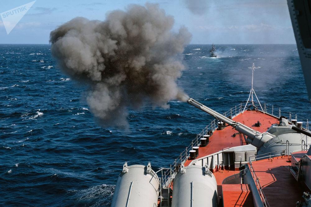 Manobras navais das diversas forças da Frota do Norte da Rússia no mar de Barents