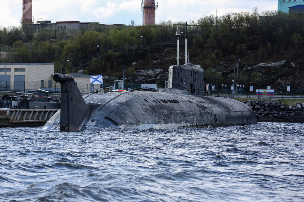 Submarino nuclear Smolensk atracado em Severny, no mar de Barents