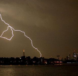 Raio durante tempestade em Londres, Reino Unido, em 26 de maio de 2018
