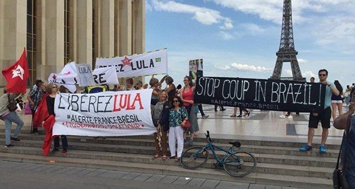 Ato em apoio ao ex-presidente Lula realizado neste domingo, 27 de maio de 2018, em Paris