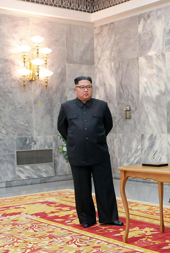 Kim Jong-un durante o encontro com o presidente sul-coreano Moon Jae-in