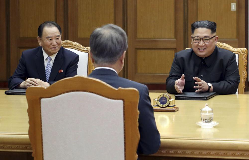 Durante a reunião, os dois homólogos discutiram inclusive as formas de continuar promovendo a paz, acordada na cúpula anterior