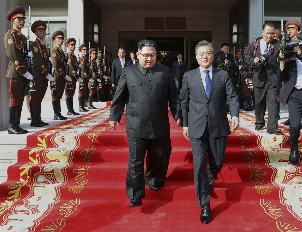 Novo encontro entre Kim e Moon já foi realizado e as fotos não passam despercebidas