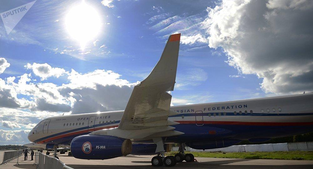 Avião de reconhecimento Tu-214ON (foto de arquivo)