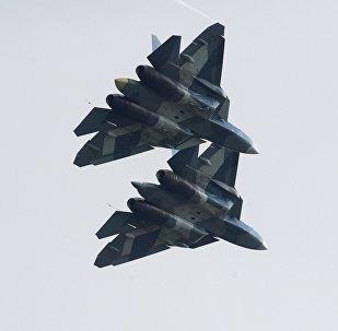 Caças russos Su-57 durante o Salão Internacional de Aviação MAKS 2017, em Moscou