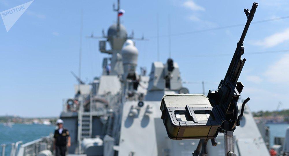 Navio Vyshny Volochek durante sua entrega à Frota do Mar Negro em Sevastopol