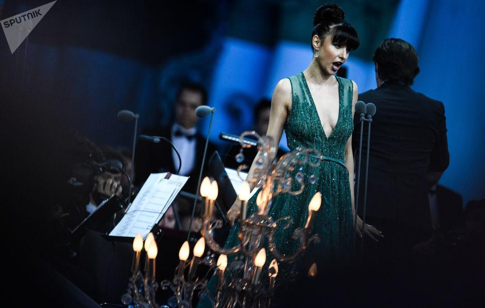Cantora de ópera, Valentina Nafornitsa, dá um show no âmbito do Fórum Econômico Internacional de São Petersburgo 2018