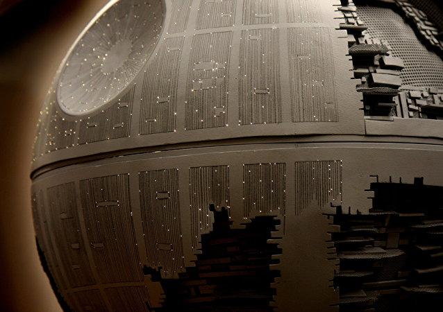 Estrela da Morte – a estação espacial da famosa saga Guerra nas Estrelas de cineasta norte-americano George Lucas