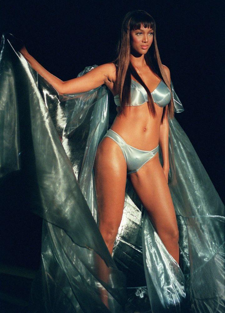 Modelo norte-americana Tyra Banks no show da Victoria's Secret, em Nova Iorque, em 1999