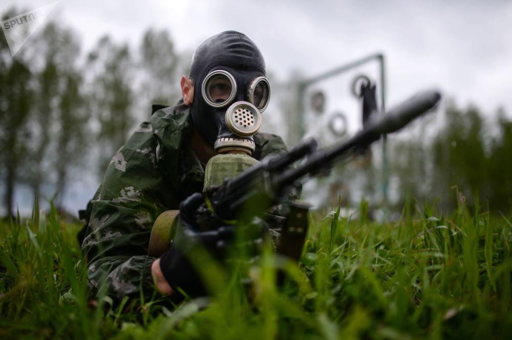 O concurso é realizado no polígono de treinamento da Escola Superior de Comando Militar de Novossibirsk
