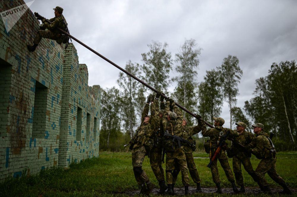 Participantes do concurso para os militares das tropas de reconhecimento Os melhores em reconhecimento militar