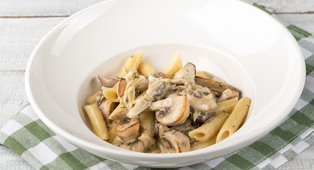 Macarrão Penne com três tipos de cogumelos da Pizzaria Sicilia em Sochi