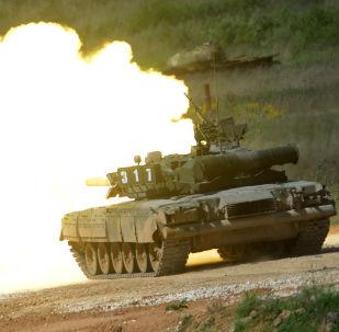 Tanque T-80 durante demonstração do equipamento no fórum internacional técnico-militar Exército 2015, em Moscou, Rússia (imagem de arquivo)