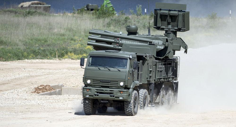 Pantsir-S1 transportado por um 8x8 chassi Kamaz-6560