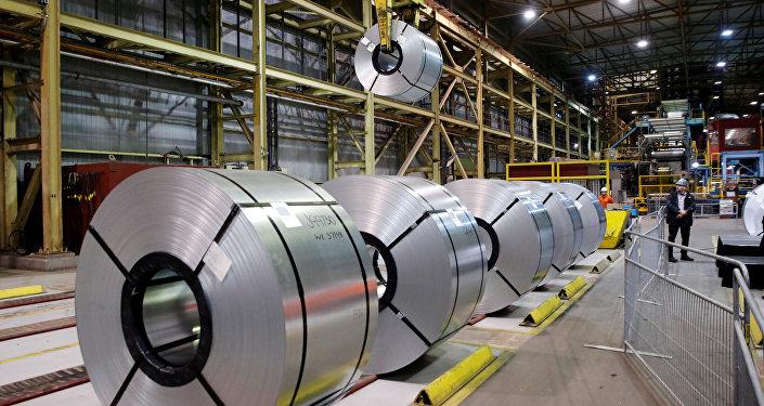 Aço laminado na usina siderúrgica da ArcelorMittal Dofasco em Hamilton, Canadá.