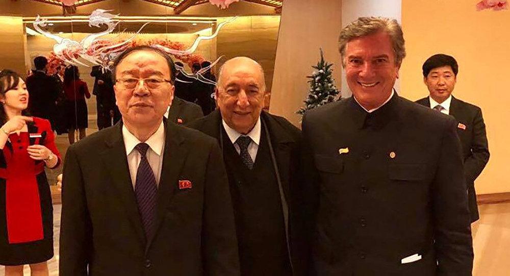 Senadores brasileiros Fernando Collor e Pedro Chaves foram recebidos por autoridades norte-coreanas em Pyongyang