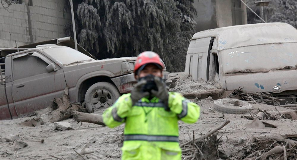 Estragos provocados pela erupção do vulcão de Fuego, na Guatemala