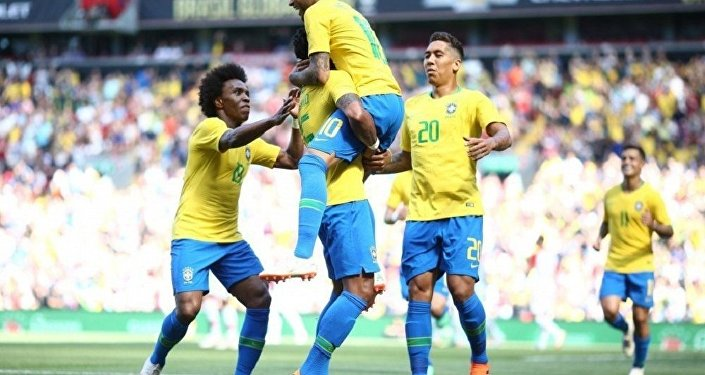 Seleção brasileira comemora gol em amistoso contra Croácia
