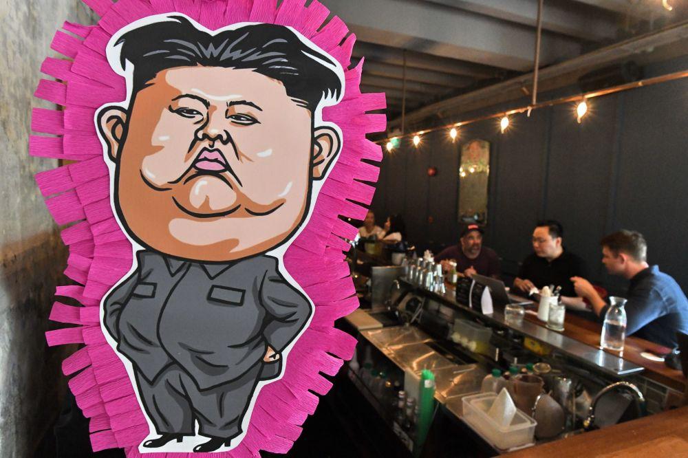 Pichorra retratando o líder da Coreia do Norte, Kim Jong-un em um restaurante singapuriano nas vésperas do seu histórico encontro com Donald Trump, que ocorrerá em 12 de junho