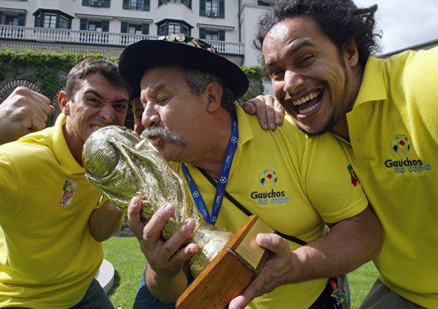 Fernando Falavigna Viana (à esquerda), Clovis Acosta Fernandes (ao centro) e Frank Damasceno Fernandes (à direita)