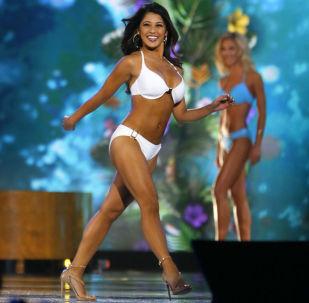 Miss Califórnia, Jessa Carmack, participa do desfile de biquíni durante o concurso Miss América 2017, em Nova Iorque