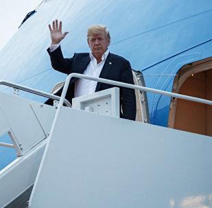O Presidente dos EUA, Donald Trump, acabando de aterrissar na base aérea de Andrews depois da cúpula com o líder norte-coreano, Kim Jong-un