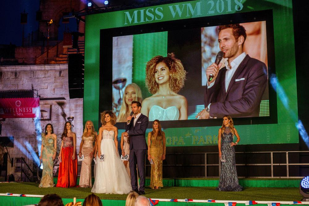 Zoé Brunet – a jovem belga de 18 anos de idade – tornou-se a Miss Copa do Mundo de 2018