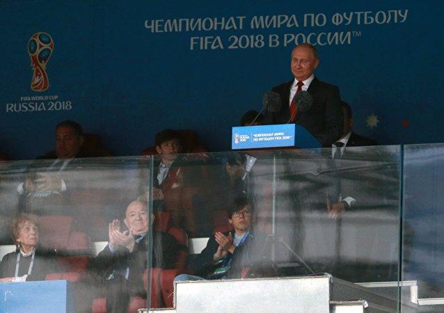 Presidente russo, Vladimir Putin, discursa durante a cerimônia de abertura no estádio moscovita de Luzhniki, 14 de junho de 2018