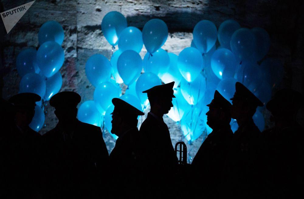 Os participantes do quinto Grande Baile Filantrópico de Oficiais em Sevastopol
