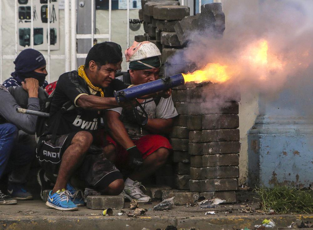 Manifestantes antigovernamentais entraram em confronto com a polícia na cidade nicaraguense de Masaya
