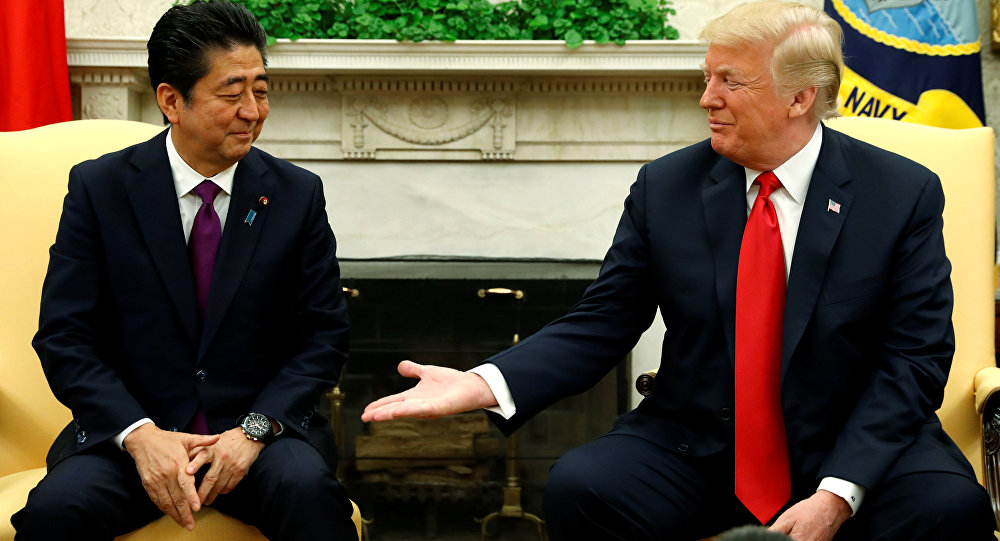 O presidente dos Estados Unidos, Donald Trump, e o primeiro-ministro do Japão Shinzo Abe.