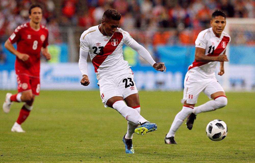 Jogo entre Peru e Dinamarca